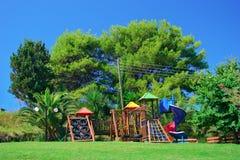 De speelplaats van kinderen in een park Royalty-vrije Stock Afbeelding