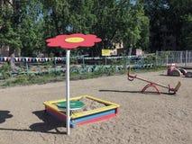 De speelplaats van kinderen in het zand Stock Foto