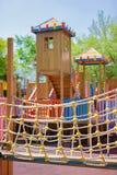 De speelplaats van kinderen in park Stock Afbeeldingen