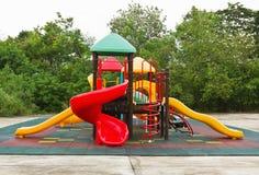 De speelplaats van kleurrijke kinderen Stock Afbeeldingen