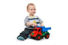 De spelen van de baby met auto Stock Afbeelding