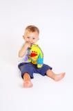 De spelen van de baby met speelgoed royalty-vrije stock foto's