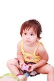 De spelen van de baby met stuk speelgoed Stock Afbeeldingen