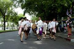 De spelen van de mens in een Thaise muziek tonen Royalty-vrije Stock Foto