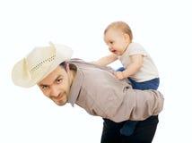 De spelen van de mens met zijn baby stock fotografie