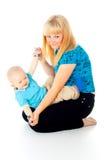 De spelen van de moeder met haar baby Royalty-vrije Stock Foto