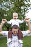 De spelen van de vader met het kind Stock Fotografie