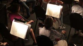 De spelenmuziek van het symfonieorkest stock video