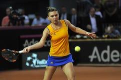 De speler Simona Halep van het vrouwentennis tijdens een spel Stock Foto's