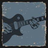 De speler van de gitaar op grungeachtergrond Stock Fotografie