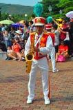 De speler van de saxofoon in disneyland Royalty-vrije Stock Afbeeldingen
