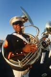 De speler van de tuba voor de Verenigde Staten Mariene Corp Stock Afbeeldingen