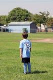 De speler van de voetbaljongen Stock Afbeeldingen