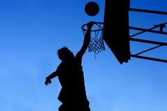 De speler van het basketbal Stock Afbeeldingen