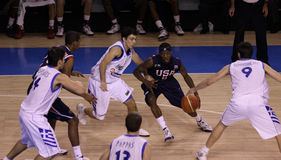 De speler van het basketbal het druppelen Stock Foto