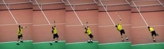 De speler van het tennis werpt bal, reeks stock fotografie