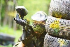 De speler van Paintball onder geweervuur Royalty-vrije Stock Foto