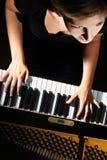 De spelerpianist van de piano het spelen Royalty-vrije Stock Afbeeldingen
