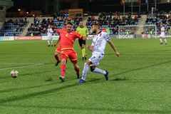 De spelers in actie bij Europese Kampioenschaps Kwalificerende gelijke passen tussen Andorra versus Albanië, definitieve score EN stock afbeeldingen