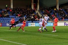 De spelers in actie bij Europese Kampioenschaps Kwalificerende gelijke passen tussen Andorra versus Albanië, definitieve score EN stock foto's