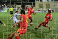 De spelers in actie bij Europese Kampioenschaps Kwalificerende gelijke passen tussen Andorra versus Albanië, definitieve score EN royalty-vrije stock afbeelding