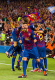 De spelers die van Barcelona een doel vieren stock afbeeldingen
