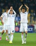 De spelers die van dynamokyiv aan hun ventilators na de Ligaronde van UEFA Europa toejuichen van tweede been 16 passen tussen Dyn royalty-vrije stock foto's