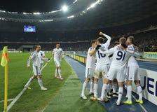 De spelers die van dynamokyiv genoteerd doel in de Ligaronde van UEFA Europa vieren van 16 tweede beengelijke tussen Dynamo en Ev stock fotografie