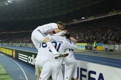 De spelers die van dynamokyiv genoteerd doel in de Ligaronde van UEFA Europa vieren van 16 tweede beengelijke tussen Dynamo en Ev stock afbeeldingen