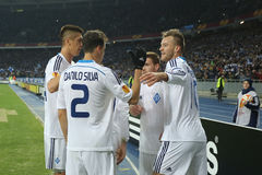 De spelers die van dynamokyiv genoteerd doel in de Ligaronde van UEFA Europa vieren van 16 tweede beengelijke tussen Dynamo en Ev stock foto