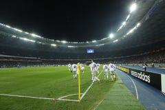 De spelers die van dynamokyiv genoteerd doel in de Ligaronde van UEFA Europa vieren van 16 tweede beengelijke tussen Dynamo en Ev Royalty-vrije Stock Afbeeldingen