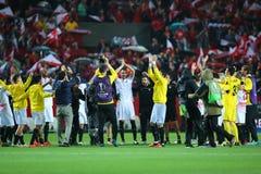De spelers die van Sevilla FC de overwinning vieren stock fotografie