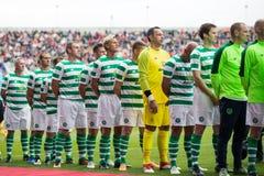De spelers van beide teams begroeten elkaar bij de hoogte van Pairc Ui Chaoimh, voor de Liam Miller Tribute-gelijke stock foto's