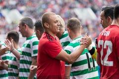 De spelers van beide teams begroeten elkaar bij de hoogte van Pairc Ui Chaoimh, voor de Liam Miller Tribute-gelijke royalty-vrije stock afbeeldingen