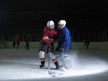 De spelers van de ijshockeysport Stock Afbeelding