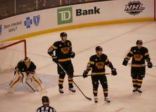De spelers van het Boston Bruinshockey Stock Afbeeldingen