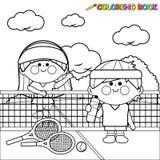 De spelers van het jonge geitjestennis bij tennisbaan die een pagina van het onderbrekings kleurende boek nemen Royalty-vrije Stock Afbeelding