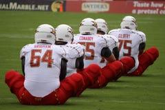 De spelers van Maryland rekken zich uit in een rij uit royalty-vrije stock afbeelding