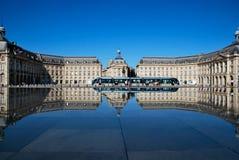 De spiegel in Bordeaux royalty-vrije stock foto's