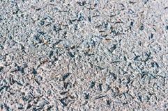 De spijkers van het bouwmetaal verspreidden zich op de weg, kleine ijzerspijkers op de weg royalty-vrije stock afbeelding