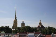 De spits van de klokketoren van de Kathedraal van de Peter en van Paul vesting Heilige-Petersburg Royalty-vrije Stock Foto's