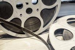 De spoelen van de staalfilm voor de filmindustrie en bioscopen Stock Afbeeldingen