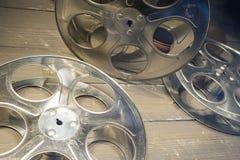 De spoelen van de staalfilm voor de filmindustrie en bioscopen Royalty-vrije Stock Foto