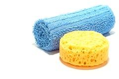 De Spons en de Handdoek van het bad Stock Afbeeldingen