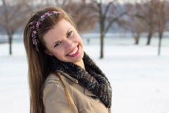 De spontane vrouw van het de winterportret royalty-vrije stock fotografie