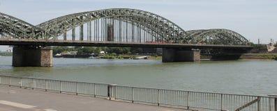 De spoorbrug in Keulen, Duitsland Royalty-vrije Stock Foto's