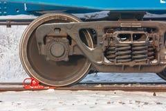 De spoorwagonchassis bestaan van zware staalwielen stock afbeeldingen