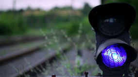 De Spoorweg is een Seinpaal stock videobeelden