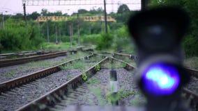 De Spoorweg is een Seinpaal stock footage