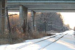 De Spoorweg onder de Brug Royalty-vrije Stock Fotografie